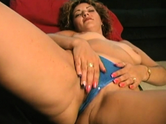 Wendy demolishes her cunt with a dildo